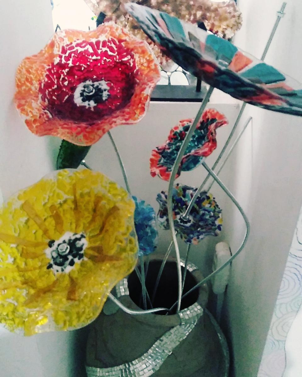 Renkli Füzyon Cam Çiçek Çalışması